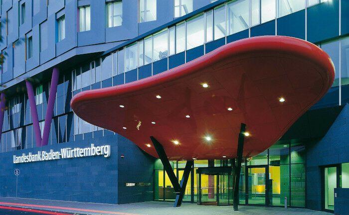 Hauptsitz der LBBW in Karlsruhe: Die Landesbank ist einer der größten Dienstleister am Markt für Schuldscheindarlehen.