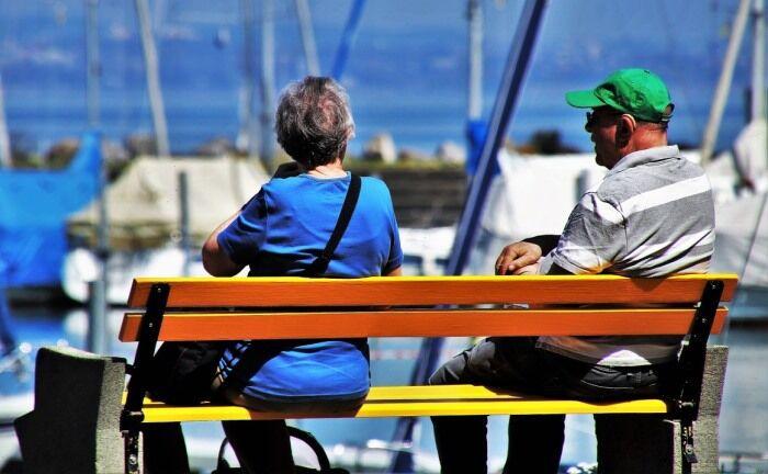 Ältere Menschen haben oft viel Geld zur Verfügung, um den Ruhestand zu genießen.