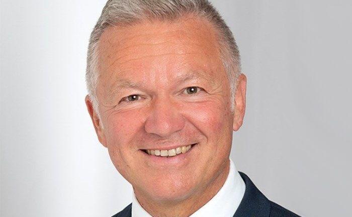 Joachim Hartel leitet bei der Volksbank Überlingen ein Team aus sechs Beratern plus drei Assistenzen.