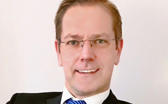 Markus Schön kauft Aurecon, benennt den Vermögensverwalter um und verlegt den Sitz nach Bielefeld.