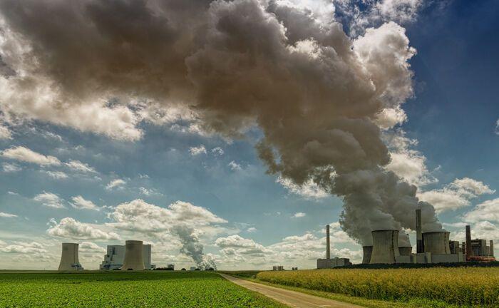 Das Kohlekraftwerk Neurath im Süden von Grevenbroich: Die Kohlebranche gilt als besonders klimafeindlich.|© Johannes Plenio / Pixabay