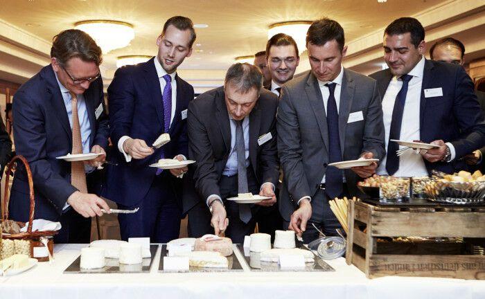 """Veranstaltungsort war das Hotel """"Steigenberger Frankfurter Hof"""".  Edmond de Rothschild Asset Management verbindet mit dieser Veranstaltung kurz vor dem Jahreswechsel den persönlichen Kontakt mit Gaumenfreuden."""