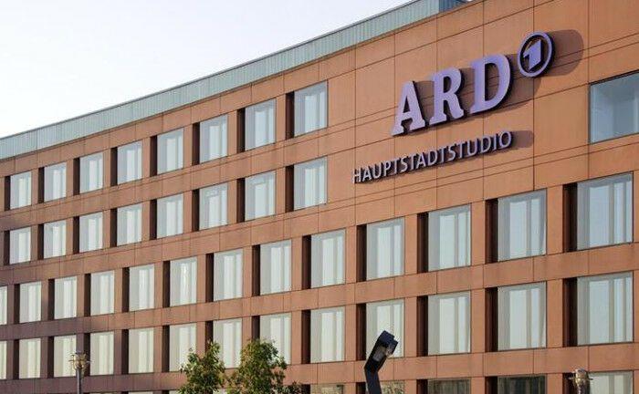 Das ARD-Hauptstadtstudio ist eine Gemeinschaftseinrichtung der neun Landesrundfunkanstalten der ARD: Die Pensionskasse der ARD-Mitarbeiter, die Baden-Badener Pensionskasse, sucht einen Portfoliomanager. |© Wolfgang Scholvien