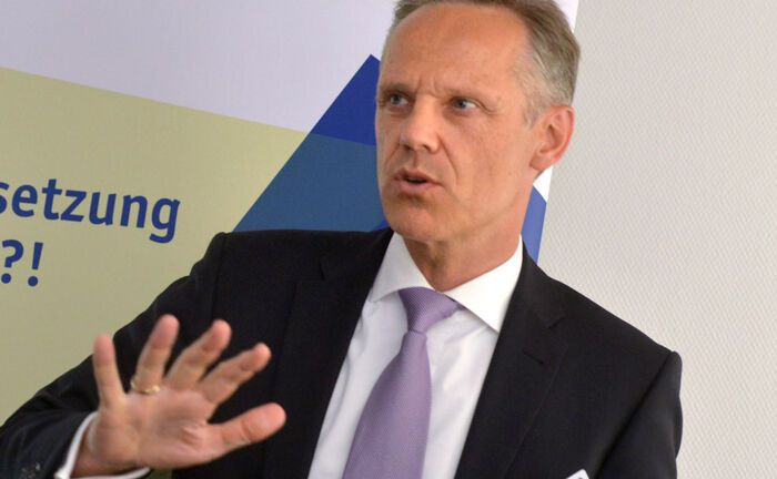 Ralf Niederdränk ist Gründer und Geschäftsführer von Genaplan, Gesellschaft für Nachfolgeplanung, und zertifizierter Finanzplaner im FPSB Deutschland organisiert