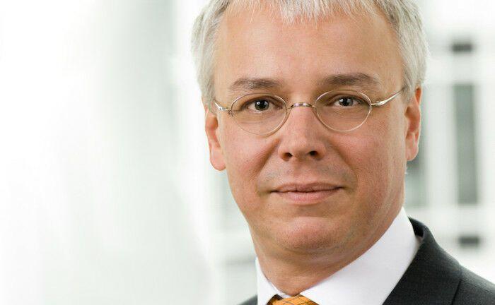 Arbeitet seit Januar 2020 für Dr. Hengster, Loesch & Kollegen: Thorsten Göttel verantwortet als Partner die Betreuung von Versicherungen und Altersvorsorgeeinrichtungen. |© Dr. Hengster, Loesch & Kollegen
