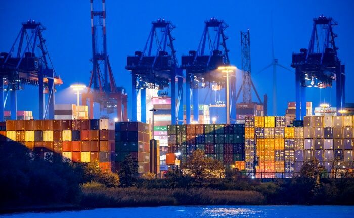 Seegüterumschlag im Hamburger Hafen: Anleger sollten über das aktuelle Geschehen hinaus langfristige ökonomische Fakten im Blick behalten