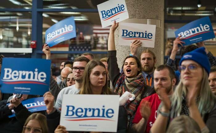 Anhänger des demokratischen Präsidentschaftskandidaten Bernie Sanders: Für die Finanzmärkte wäre ein demokratischer US-Präsident ein Risikofaktor.|© imago images / ZUMA Press / Jack Kurz