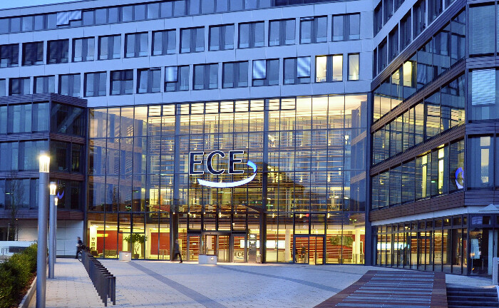 Bürogebäude der ECE in Hamburg-Sasel: Die Muttergesellschaft Cura – zugleich Holdinggesellschaft der Familie Otto – gibt es einen Wechsel auf der Position des persönlich haftenden Gesellschafters.