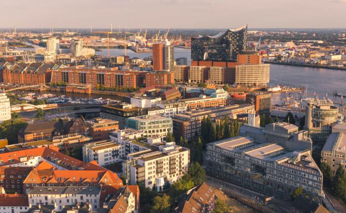 Hamburg von oben: Die Hansestadt belegt in einem Vergleich der Berenberg Bank den ersten Platz. |© imago images / Westend61