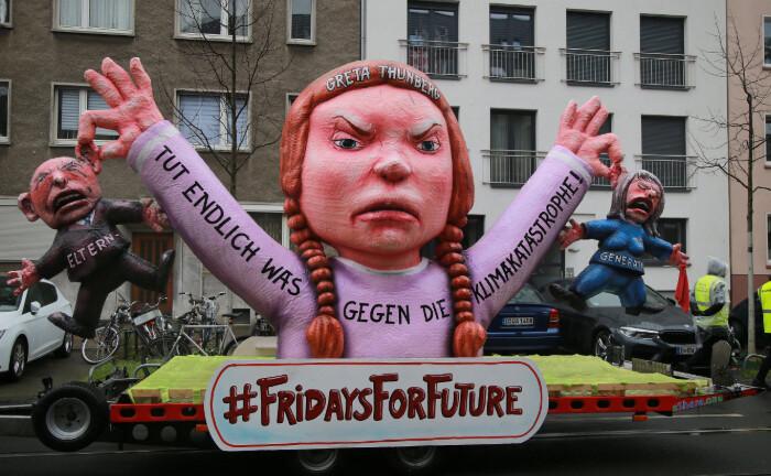 Ein Mottowagen thematisiert beim diesjährigen Rosenmontags-Umzug in Düsseldorf auch das Thema Klimaschutz: Die Rating-Agentur Telos analysiert, wie nachhaltig Asset Manager und Verwahrstellen operieren. |© imago images / Cord