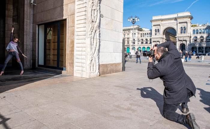 Fotoshooting in Mailand: Das Coronavirus ist in Europa angekommen.|© imago images / Independent Photo Agency Int.