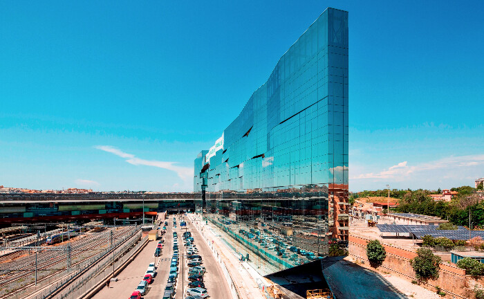 Hauptsitz der italienischen BNP-Paribas-Tochter in Rom. Die zwei Fassaden verleihen dem gewaltigen Gebäude eine visuelle Dynamik. Auch im Vermögensverwaltermarkt geht es um Größe und Flexibilität. Hierzulande liegt die BNP-Tochter DAB gemessen am Volumen aller Depotbanken ganz vorn.
