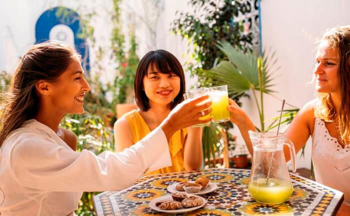 Erfrischung mit Fruchtsaft und Süßigkeiten: Die Diabetikerrate hat sich weltweit binnen 30 Jahren verdoppelt.