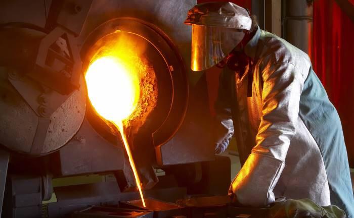 Arbeiter beim Goldgießen in Nevada: Eine sichere Asset-Klasse für turbulente Zeiten|© imago images / Newscast