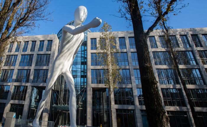 Sitz der Münchener Rückversicherung in München: Die Fondstochter Meag bietet Anlegern einen neuen Immobilienfonds an.|© imago images / Alexander Pohl