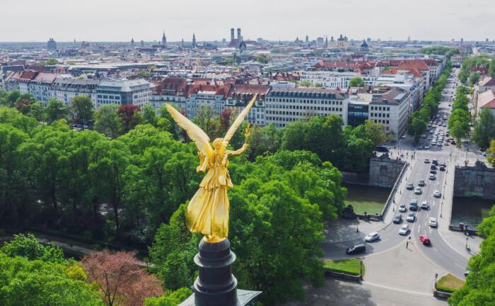 Das Friedensdenkmal ist ein Wahrzeichen der Stadt Münchnen: Die Bayerische Versorgungskammer hat 600 Millionen Euro in ein Wohnquartier in ihrer Heimatstadt München investiert und sich damit ein eigenes Denkmal gesetzt.|© imago images / Westend61