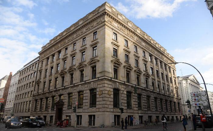 Zentrale der Hamburger Privatbank M. M. Warburg & CO in der Ferdinandstraße: Das Institut will 55 Millionen Euro Rückforderungen aus Cum-Ex-Geschäften zügig zurückzahlen.