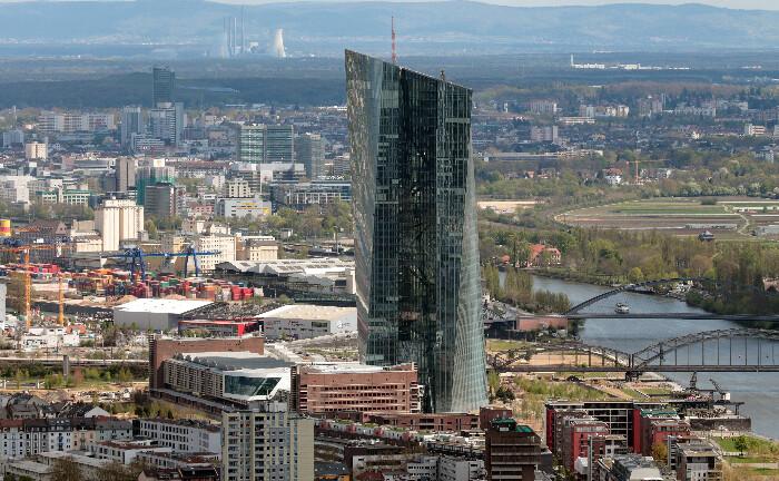 Regnet bald Geld aus dem Turm der Europäischen Zentralbank in Frankfurt? Denkbar wäre es.