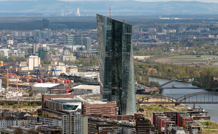 Regnet bald Geld aus dem Turm der Europäischen Zentralbank in Frankfurt? Denkbar wäre es.|© imago images / Ralph Peters