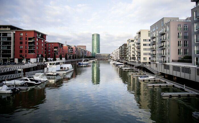 Eiopa residiert im Westhafen-Tower in Frankfurt am Main: Unter dem Eindruck der Corona-Pandemie fährt die Aufsichtsbehörde ihre Anforderungen an die Meldepflichten für die Versicherungswirtschaft zurück.