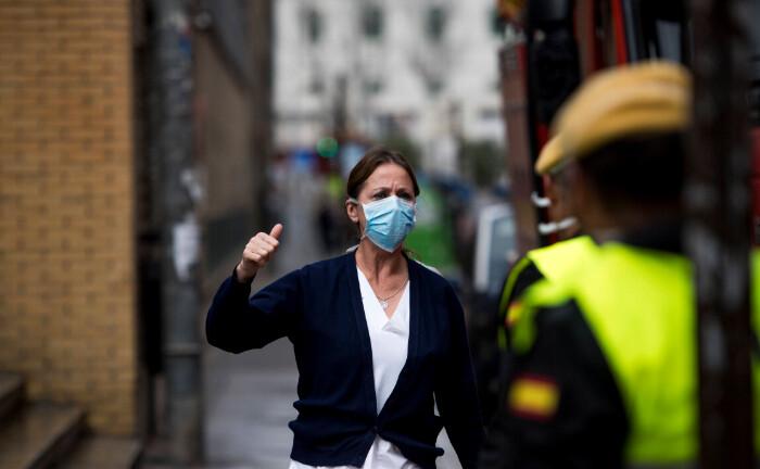 Eine Frau trägt aufgrund des Corona-Virus-Ausbruchs eine Schutzmaske: Anhand einer Checkliste können sich Pensionseinrichtungen vor Augen führen, ob sie auf eine Verschärfung der Lage vorbereitet sind.