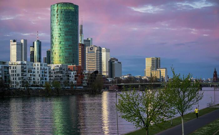 Sitz von Eiopa in Frankfurt am Main: Die Europäische Aufsichtsbehörde fordert Versicherer und Rückversicherer auf, Dividendenzahlungen und Aktienrückkäufe vorübergehend auszusetzen.|© imago images / Jan Huebner