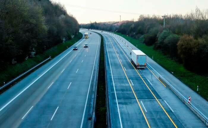Gähnende Leere auf der am stärksten befahrenen Autobahn A3 in Deutschland: Eine tiefere Rezession als 2009 ist zu erwarten.