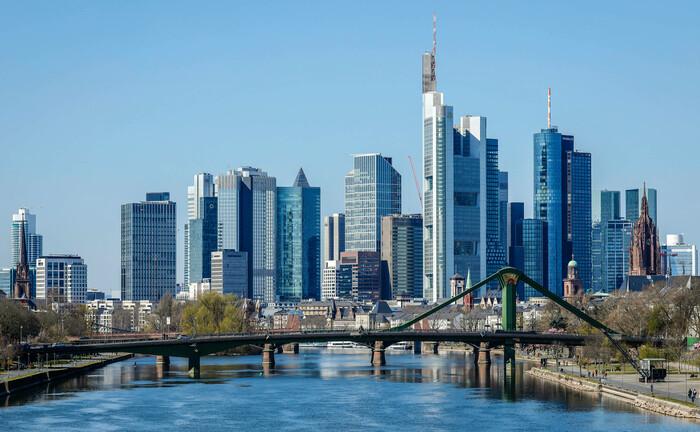 Skyline der Frankfurter Innenstadt: Die an der New Yorker Börse notierte Investmentbank Houlihan Lokey mit Hauptsitz in Los Angeles (USA) hat eine Tochtergesellschaft mit Sitz in Frankfurt am Main gegründet.