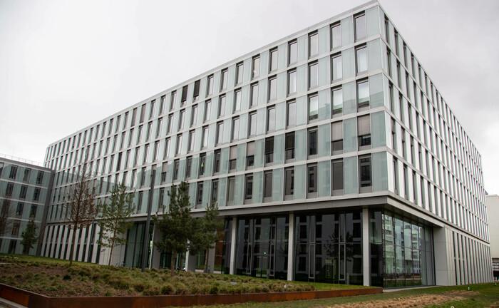Modernes Bürogebäude in München: Die Nachfrage nach Büros sinkt. |© Quelle: imago images / Alexander Pohl