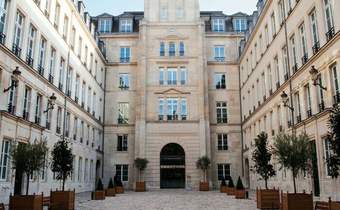 Sitz der Wertpapieraufsicht Esma in Paris: In der EU sollen jetzt einheitliche Regeln für die sogenannte Performance Fee gelten.