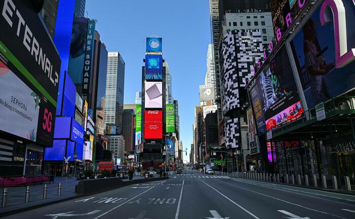 Menschenleerer Times Square in New York: Eine schwere Rezession in den USA dürfte die Weltwirtschaft hart treffen.