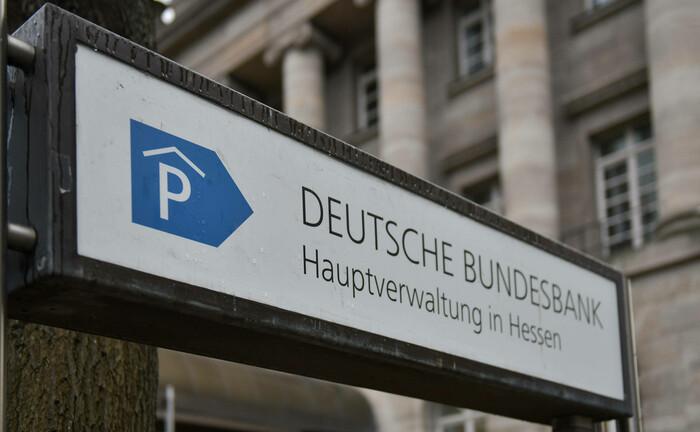 Filiale der Bundesbank in Frankfurt am Main: Laut einer Bundesbank-Studie haben die Manager von Spezialfonds den Risikogehalt ihrer Anleiheportfolios seit 2009 deutlich erhöht.