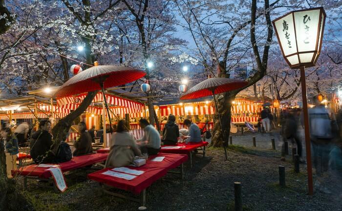 Trotz Corona wird in Japan vielerorts das Kirschblütenfest gefeiert: Die massiven Verwerfungen an den Märkten bieten Fondsmanagern interessante Einstiegspunkte – etwa in Asien. |© imago images / imagebroker