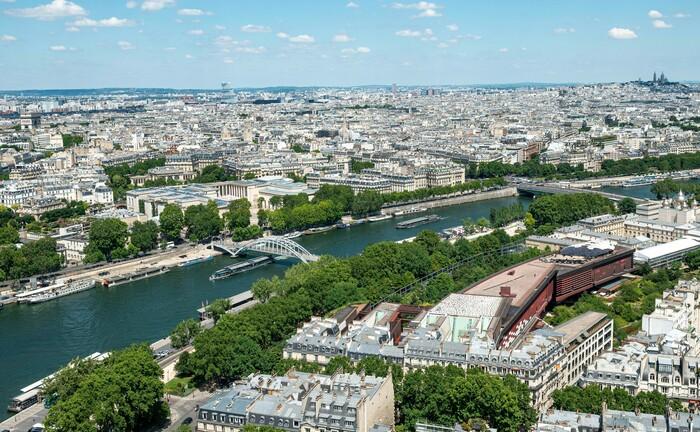 Stadtansicht von Paris: Die Rheinischen Versorgungskassen wollen in französische Gewerbeimmobilien investieren.