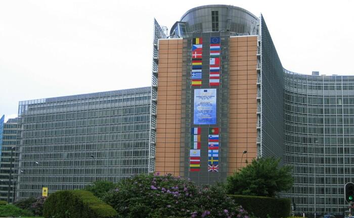 Das Berlaymont-Gebäude in Brüssel ist der Sitz der Europäischen Kommission: In der EU ist ein Streit darüber ausgebrochen, ob die Regelungen der neu gefassten Aktionärsrechte-Richtlinie verschoben werden sollten. |© Zinneke / Wikimedia / Lizenz:CC-BY-SA