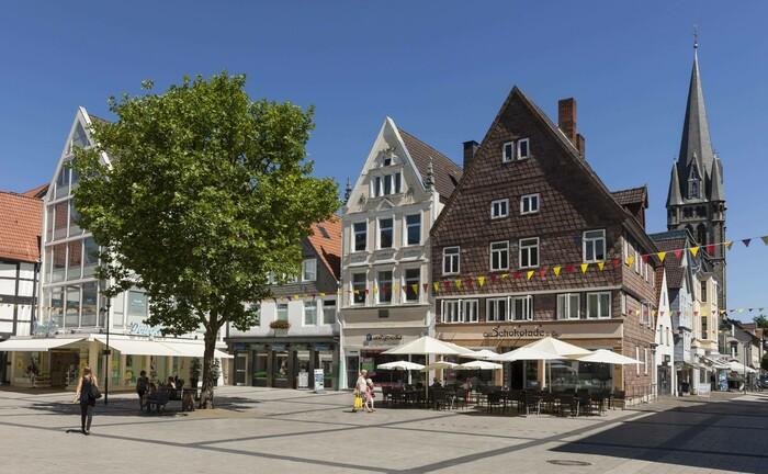 Innenstadt von Detmold: Am Hauptsitz der DVAM Vermögensverwaltung übernimmt Claudia Dohn die Niederlassungsleitung.