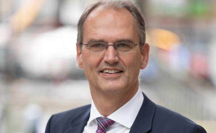 Der Versicherungsmathematiker Friedemann Lucius sieht die Trägerunternehmen in der Pflicht, angeschlagenen Pensionskassen unter die Arme zu greifen. |© Deutsche Aktuarvereinigung