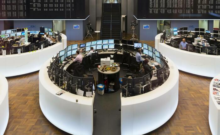Handelssaal der Deutschen Börse in Frankfurt: Die derzeitige Volatilität erfordert ein ständiges Neubewerten von Anlageentscheidungen.