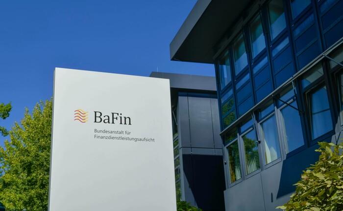 Sitz der Bundesanstalt für Finanzdienstleistungsaufsicht in Bonn: Die Aufsichtsbehörde hat die Höchstgrenzen bei passiven Überschreitungen der Immobilienquote regulierter Anleger für unbestimmte Zeit aufgehoben.