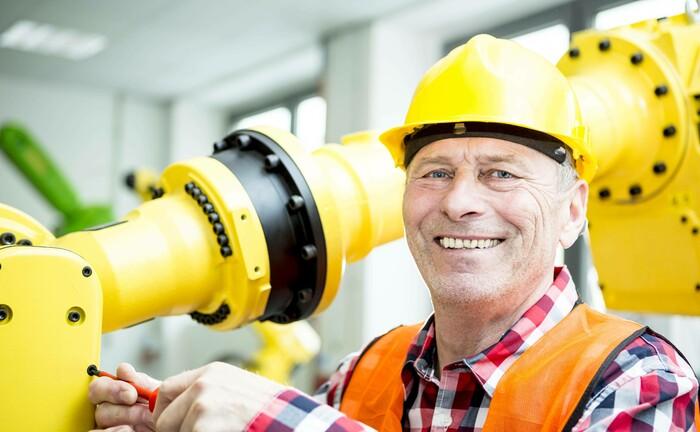 Facharbeiter sind knapp, Cobots erleichtern die Arbeit: Die Fondsstrategie von Candriam zu Robotik und Automatisierung hat innerhalb von drei Jahren ein verwaltetes Vermögen von fast 1 Milliarde Euro angezogen.|© imago images / Westend61