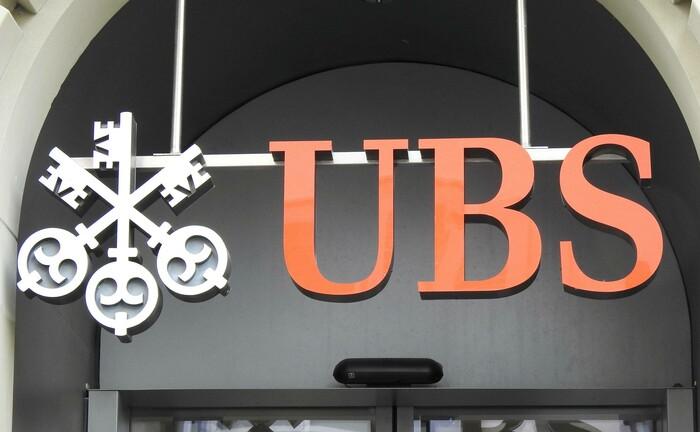 UBS-Schriftzug: Die Schweizer Bank kommt im Prozess über Beihilfe zur Steuerhinterziehung vor dem Mannheimer Landgericht wohl glimpflich davon.