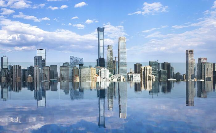 Die Skyline von Peking im Mai 2020: Die Bayerische Versorgungskammer hat sich mit Hilfe von Universal-Investment ein Bürohaus samt Einzelhandelsflächen in der chinesischen Hauptstadt zugelegt.