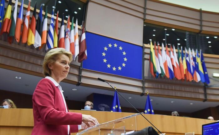 Die Präsidentin der EU-Kommission, Ursula von der Leyen, während einer Rede im Plenarsaal des EU-Parlaments in Brüssel: Die EU-Kommission will die Reform der EU-Aktionärsrechte-Richtlinie in diesem Jahr umsetzen.