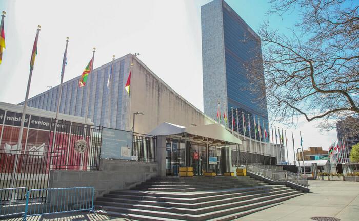 UN-Hauptsitz in New York: Das Management der beiden Impact-Fonds der Deka orientiert sich bei der Titelauswahl an den 17 Zielen der Vereinten Nationen (UN) für eine nachhaltige Entwicklung auf ökonomischer, sozialer und ökologischer Ebene.|© imago images / ZUMA Wire