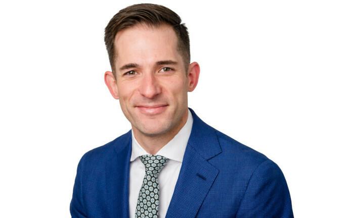 Aaron Hay arbeitet für Federated Hermes und entwickelt für die Fondsgesellschaft Engagement-Strategien. Diese dienen der Zusammenarbeit mit den Unternehmen, in die die Gesellschaft investiert.