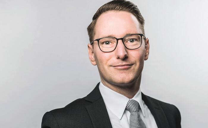 Hubert Hoffmann fängt bei der National-Bank Vermögenstreuhand, dem Family Office der Essener, an