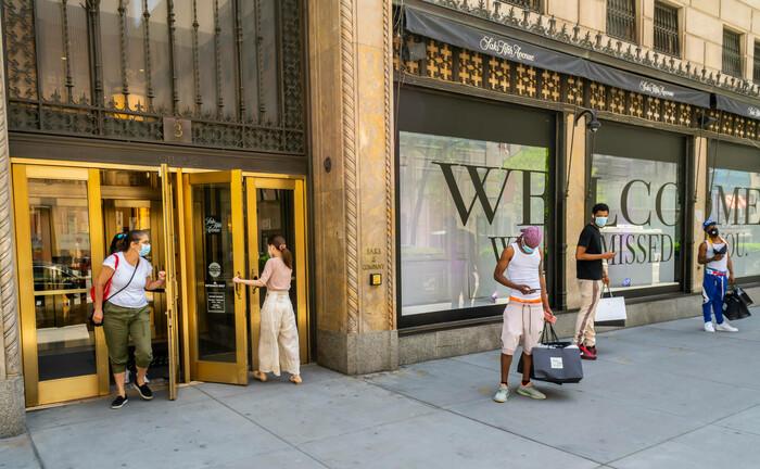 In New York kehrt zögerlich Leben in die Shopping-Districts zurück: Sollten zum Ende der Gesundheitskrise die Verbraucherausgaben und die Umsetzung staatlicher Infrastrukturprojekte rasch an Fahrt gewinnen, ist absehbar, dass die Inflation steigt. |© imago images / Levine-Roberts