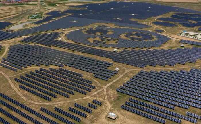 Photovoltaikanlage in Form eines Pandas westlich von Peking