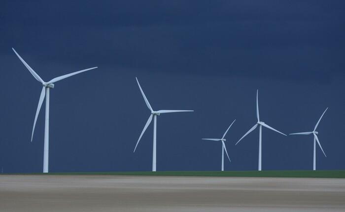 Windpark in der französischen Provinz Picardie: Anlagen zur Erzeugung erneuerbarer Energien zählen zum Fokus des Schroders-Fonds Julie II. |© imago images / Nature Picture Library