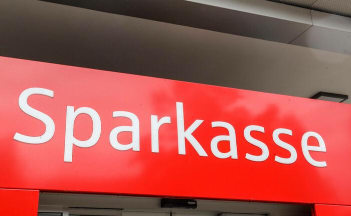 Sparkassen-Schild: Das Institut in Iserlohn sucht derzeit einen Private-Banking-Berater